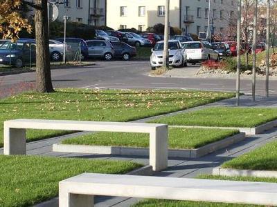 Park z ławkami